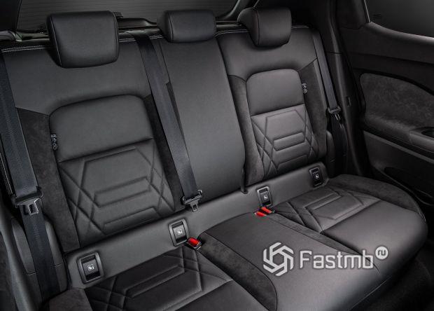 Второй ряд сидений Nissan Juke