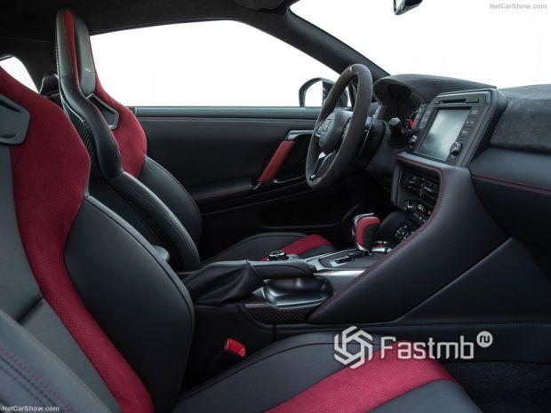 Nissan GT-R Nismo 2020, передние сидения