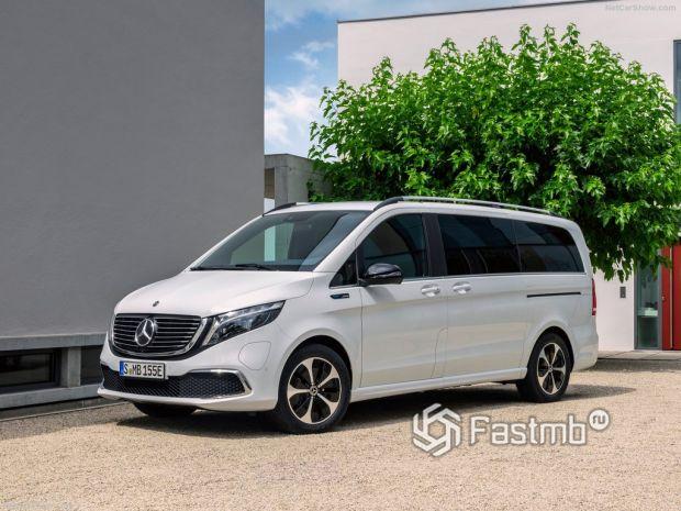 Mercedes-Benz EQV вид спереди и сбоку слева