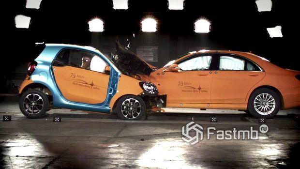 краш-тест Smart Fortwo против Mercedes-Benz S-Class