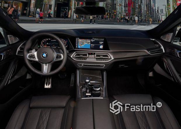 Интерьер BMW X6 M50i 2020 с карбоновыми вставками