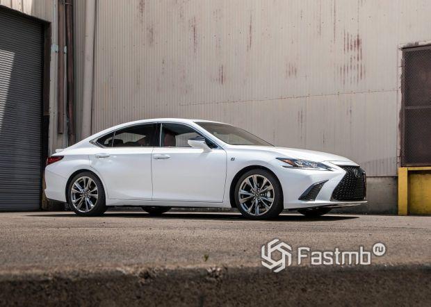Габариты нового Lexus ES 2019