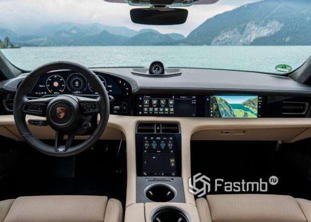 Передняя панель Porsche Taycan 2020