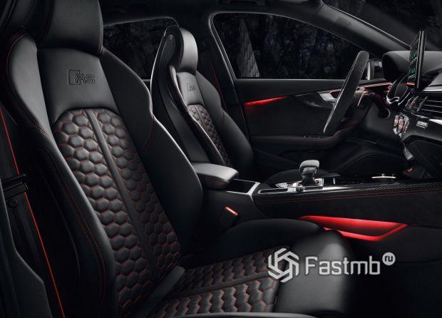 Передние сиденья обновленной Ауди RS4 Avant