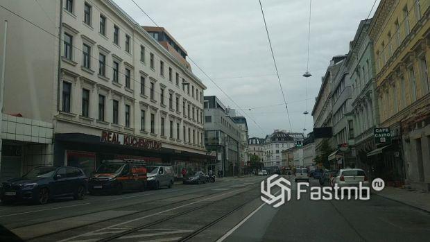 припаркованные машины в Вене