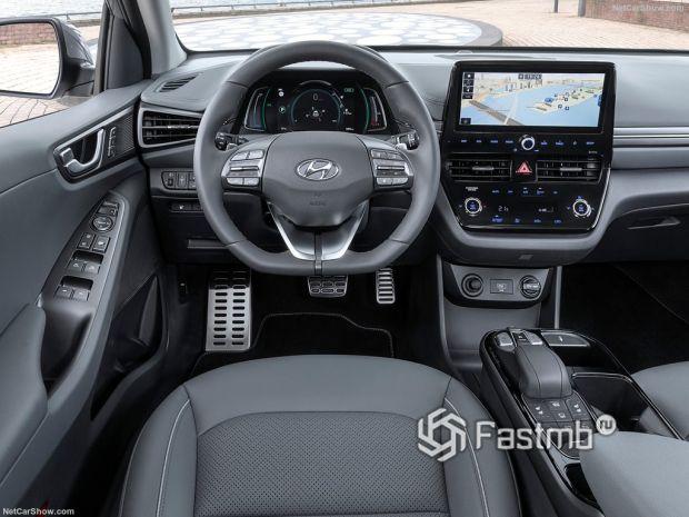 Hyundai Ioniq 2020, руль и панель управления