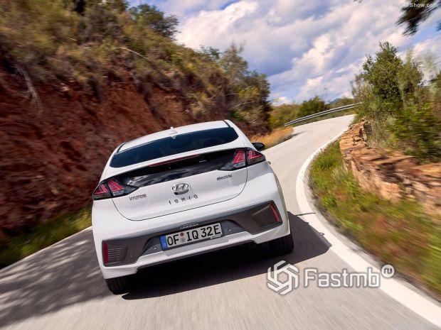 Hyundai Ioniq 2020, вид сзади