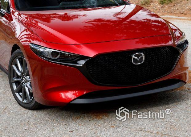 Передняя оптика и решетка раидатора Mazda 3 2019