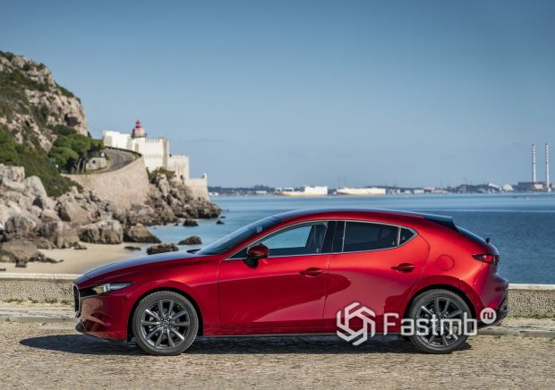 Mazda 3 2019, вид сбоку