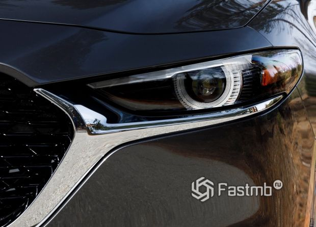 Передняя оптика седана Mazda 3 2019