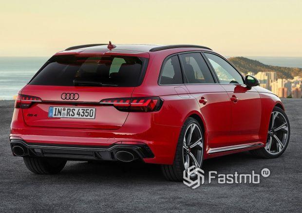 Audi RS4 Avant 2020, вид сзади