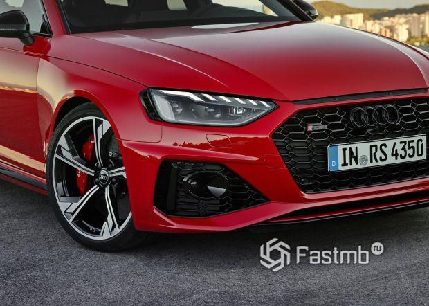 Светодиодная оптика обновленной Audi RS4 Avant 2020