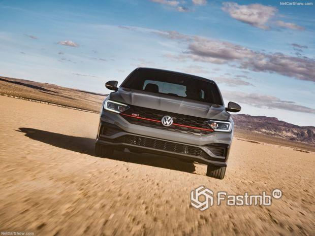 Volkswagen Jetta GLI 2019, вид спереди