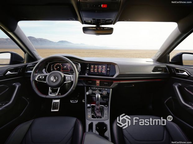 Volkswagen Jetta GLI 2019, руль и панель управления