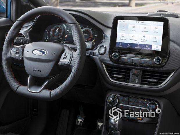 Ford Puma 2020, руль и панель управления