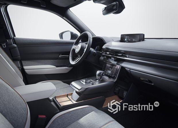 Интерьер новой Mazda MX-30 2020