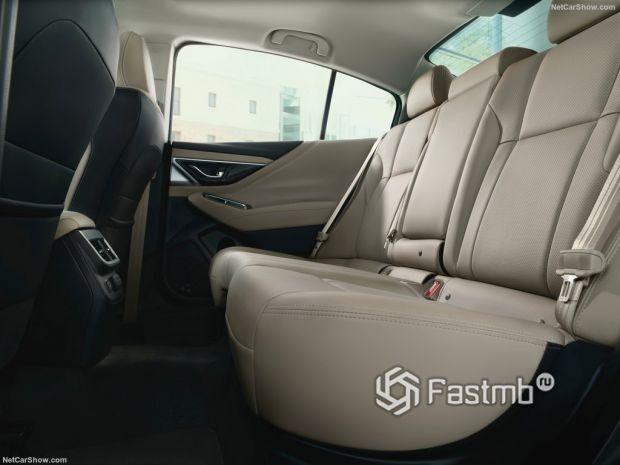 Subaru Legacy 2020, задние кресла