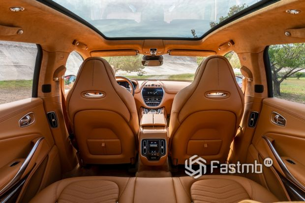 Салон Aston Martin DBX 2020