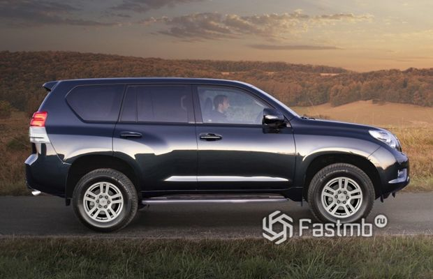 Toyota Land Cruiser Prado 2009, вид сбоку