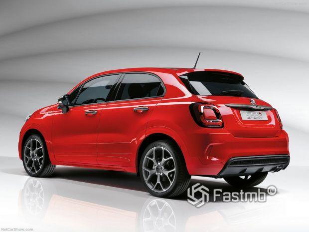 Fiat 500X Sport 2020, вид сзади и сбоку слева
