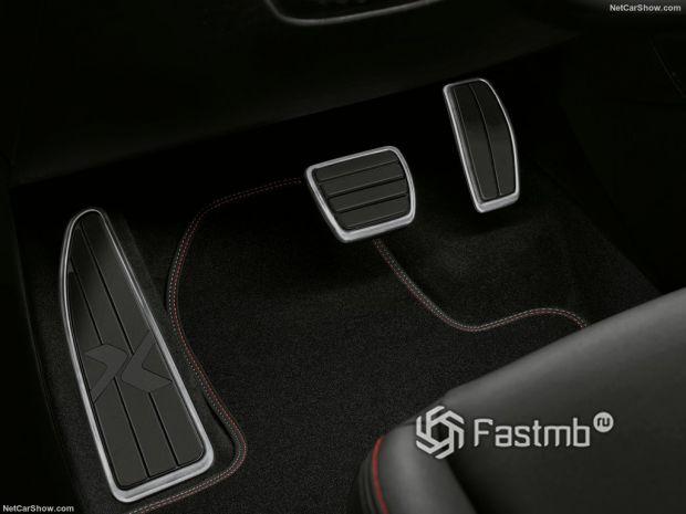 Fiat 500X Sport 2020, педали
