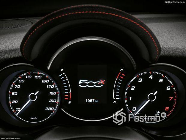 Салон Fiat 500X Sport 2020, панель управления