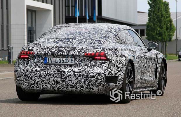Audi e-tron GT, вид сзади