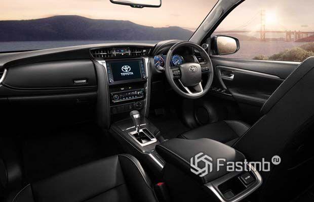 Toyota Fortuner 2021, интерьер внедорожника