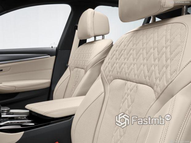 Салон BMW 5-Series 2021, передние сидения