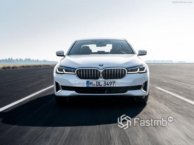BMW 5-Series 2021, вид спереди
