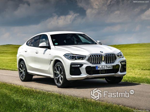 BMW X6 2020, вид спереди и сбоку справа