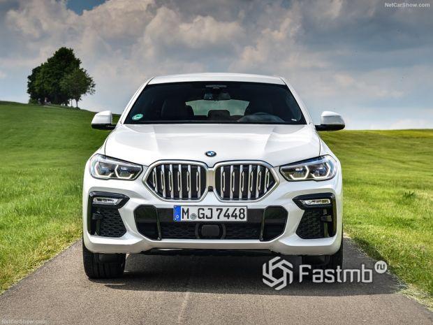 BMW X6 2020, вид спереди