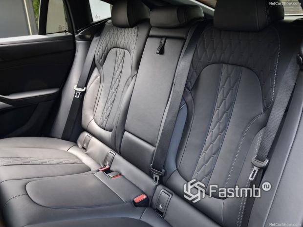 Салон BMW X6 2020, задние кресла