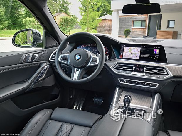 Салон BMW X6 2020, руль и панель управления