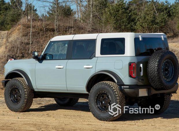 Ford Bronco 5dr 2021, вид сзади