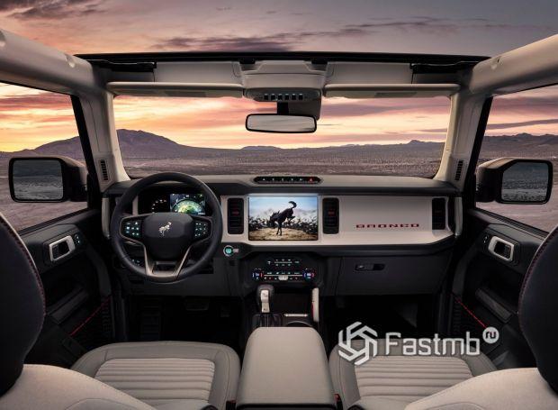 Ford Bronco 5dr 2021, передняя панель