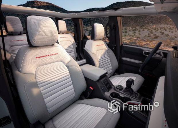 Ford Bronco 5dr 2021, интерьер