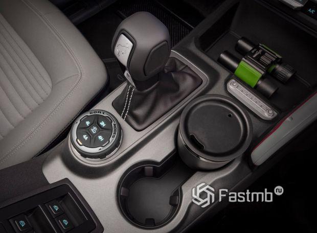 Ford Bronco 5dr 2021, центральный тоннель