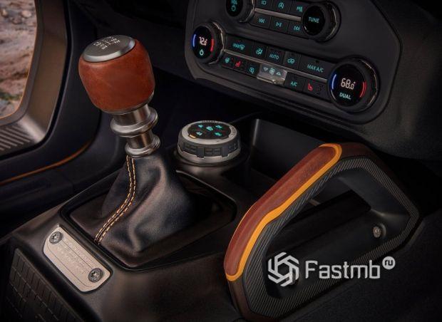 Внедорожник Ford Bronco 3 door 2021, рычаг МКПП