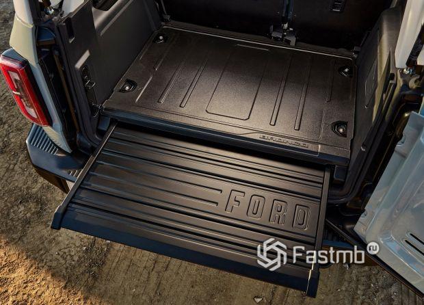 Ford Bronco 5 door 2021, багажное отделение