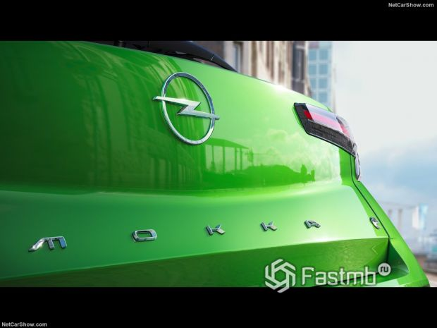 Opel Mokka-e 2021, вид сзади