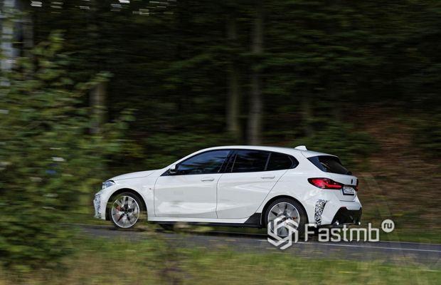 BMW 128ti 2020, вид сбоку