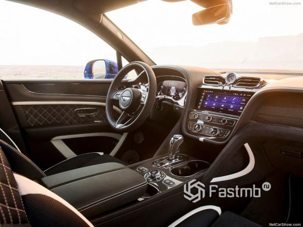 Салон Bentley Bentayga Speed 2021, руль и панель управления
