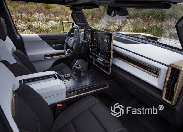 Пикап GMC Hummer EV 2022, передняя панель