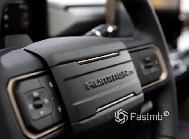 Hummer EV 2021, надпись на рулевом колесе