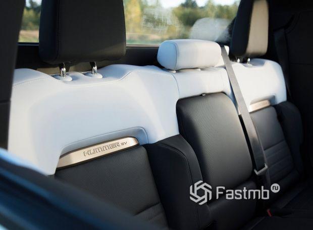 Hummer EV 2021, второй ряд сидений
