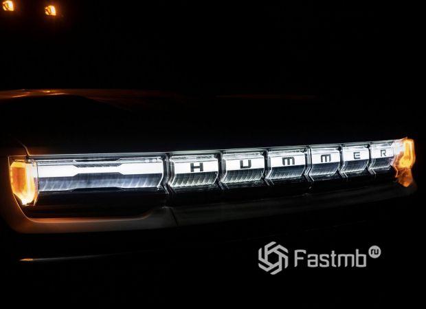 Hummer EV 2021, подсветка решетки и оптика