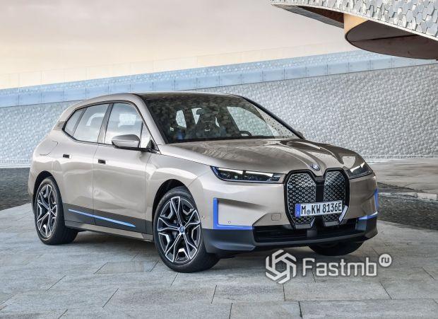 Новый BMW iX 2022, вид спереди