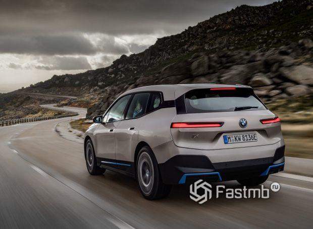 BMW iX 2022, вид сзади