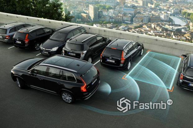 Штатная система кругового обзора на кроссовере Volvo